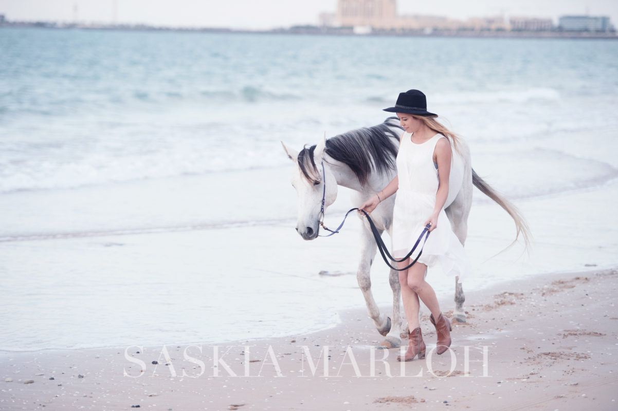 DUBAI-UAE-BEACH-PORTRAIT-WITH-HORSE-PHOTO-LAJINETA-SASKIA-MARLOH-26