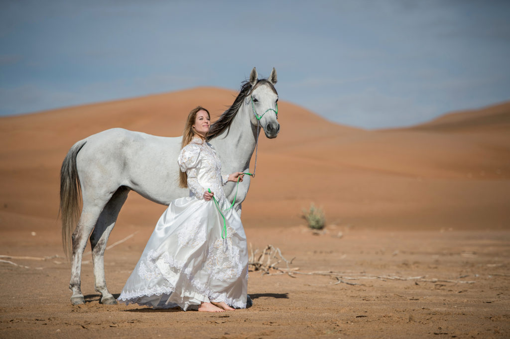 EMIRATES-DUBAI-DESERT-BRIDAL-PHOTOS-BY-SASKIA-MARLOH