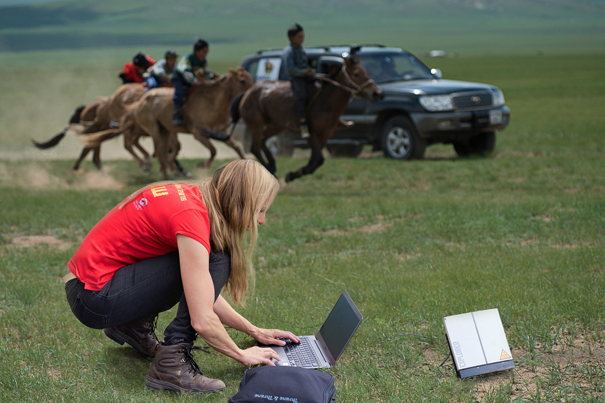 Wiring images via AST to headquarters in UB Photographing the Mongol Derby 2015