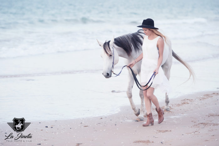 DUBAI-UAE-BEACH-PORTRAIT-WITH-HORSE-PHOTO-LAJINETA-SASKIA-MARLOH-22-5