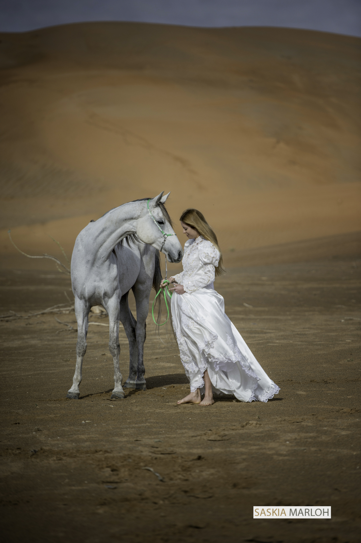 emirates-wedding-desert-shoot-horse-uae-female-wedding-photographer-uae-saskia-marloh-10