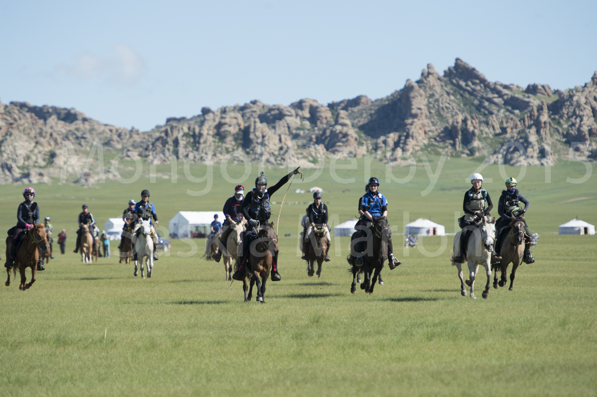 2015-08-04-day-1-launch-urt-3-mongol-derby-by-saskia-marloh-120