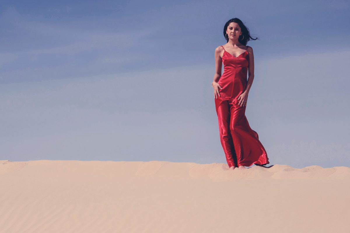 PORTRAIT AL WATHBA DESERT ABU DHABI BEAUTIFUL WOMEN FEMALE WEDDING PHOTOGRAPHER SASKIA MARLOH