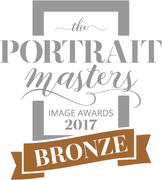THE PORTRAIT MASTERS ACREDITATION PORTRAIT SASKIA MARLOH Bronze TPMIA 2017 - 40% blk